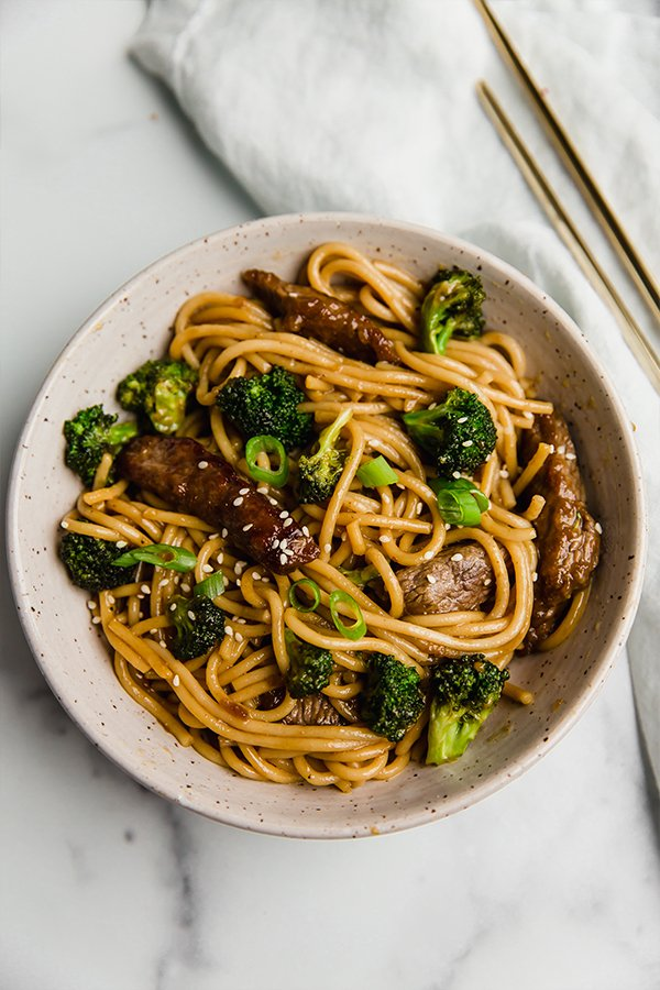 gluten-free beef and broccoli lo mein on plate with chop sticks