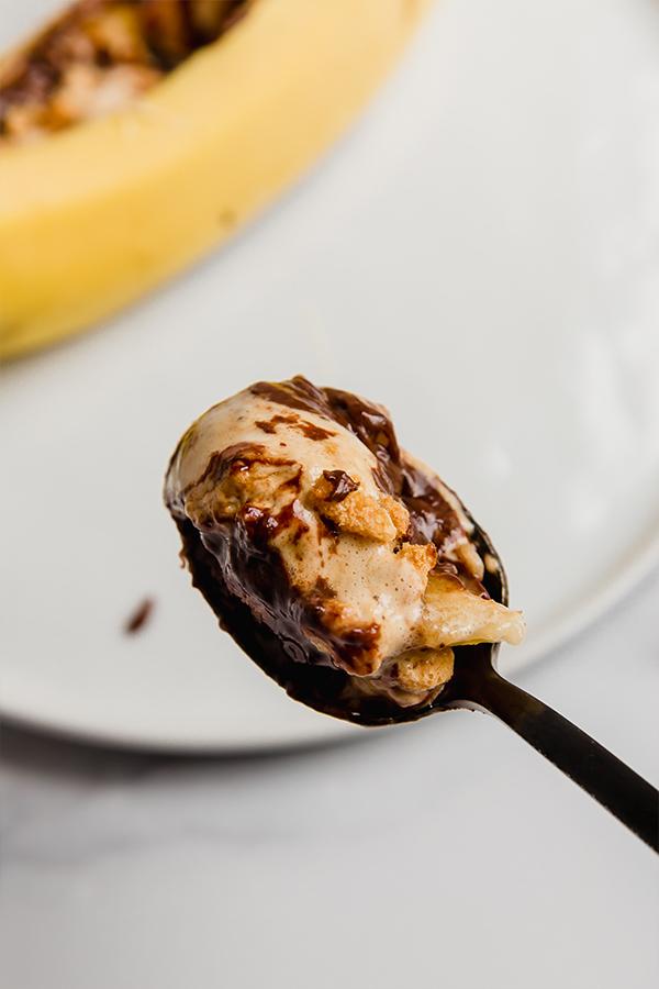 banana smores on a spoon